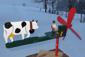 Holzhacker mit Kuh